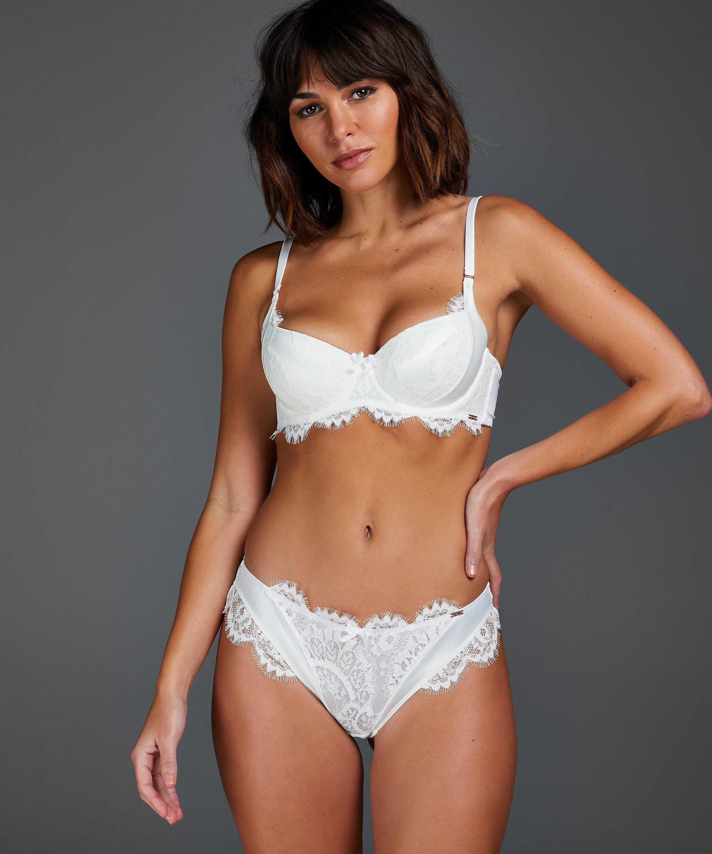 Hannako Brazilian, White, main
