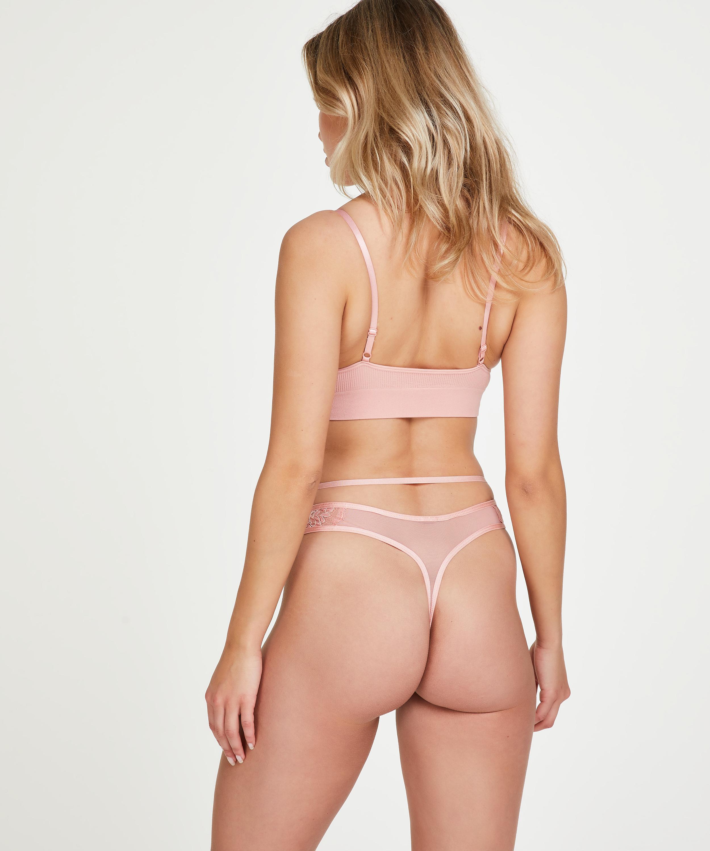 Navaeh thong, Pink, main