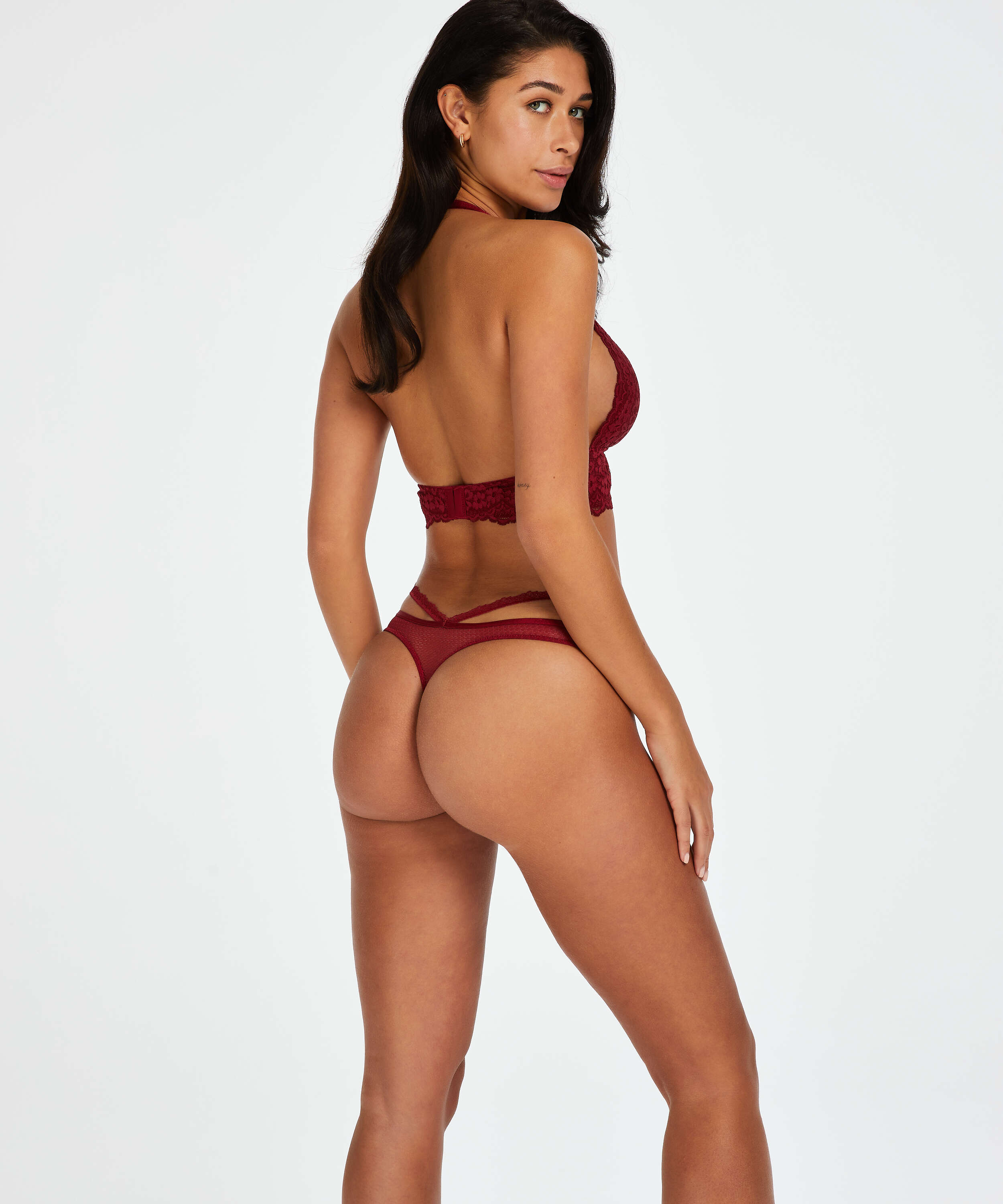 Paige Thong, Red, main