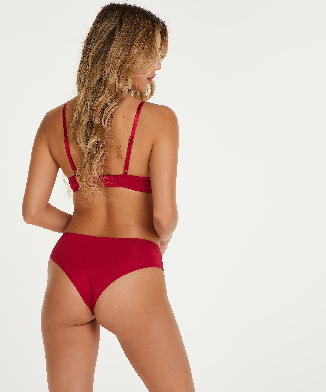 Gina Brazilian, Red, main