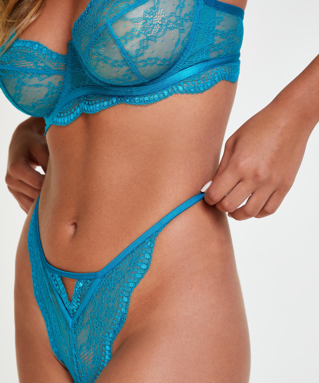 Isabelle Brazilian, Blue, main