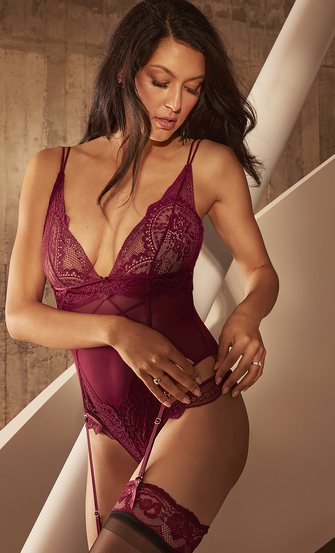 Brooklyn Body Rebecca Mir, Red