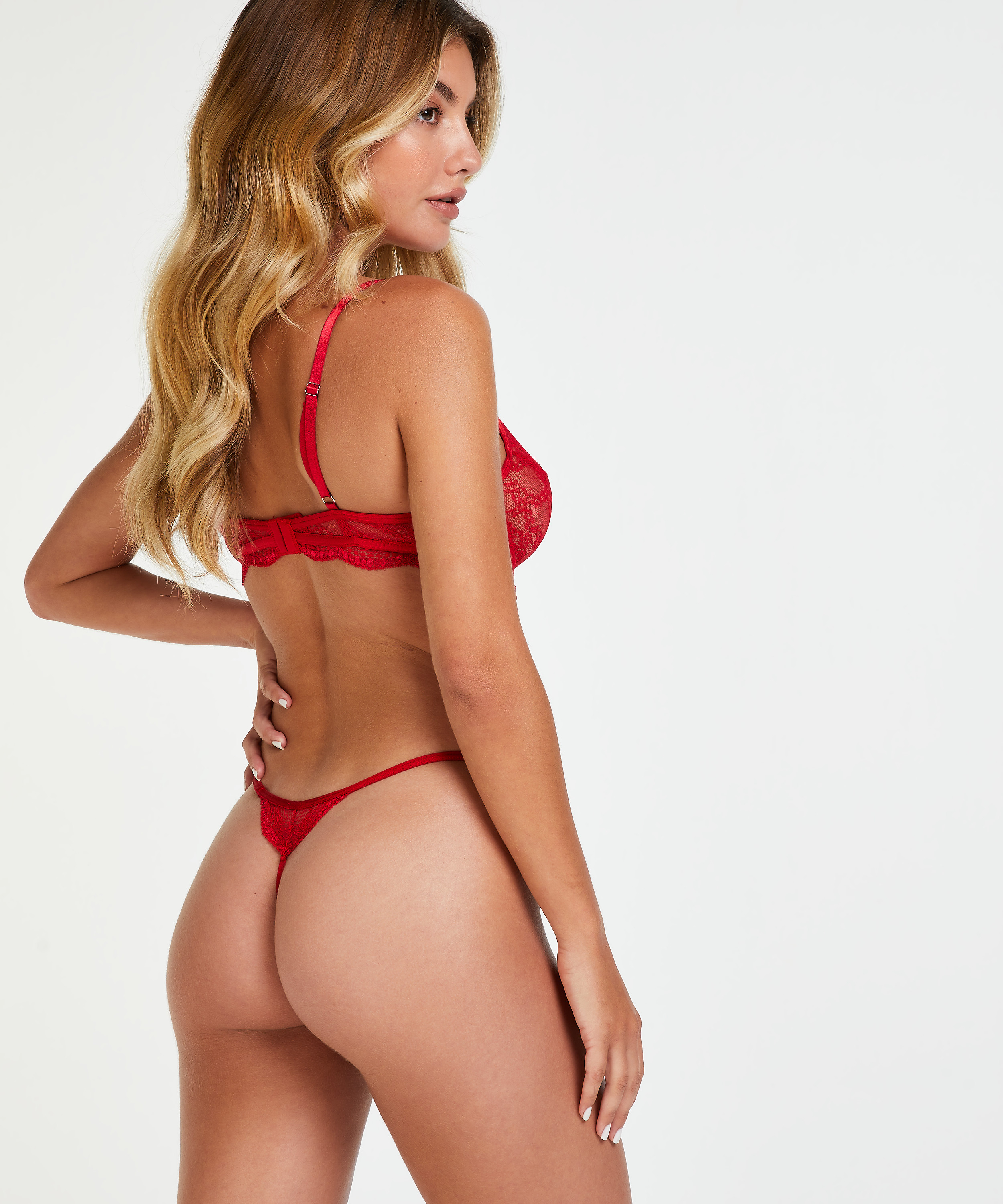 Thong Isabelle, Red, main